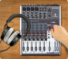 audio mixer console